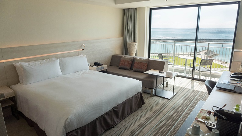 Hilton Okinawa Chatan Resort Executive Ocean View King 201407 22