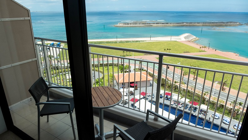 Hilton Okinawa Chatan Resort Executive Ocean View King 201407 37