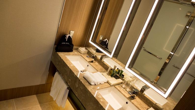 Hilton Osaka tower suite twin 201411 39