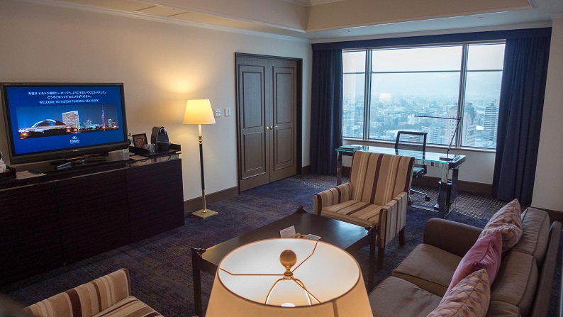 Hilton Fukuoka Seahawk Executive Suite Twin 201502 11