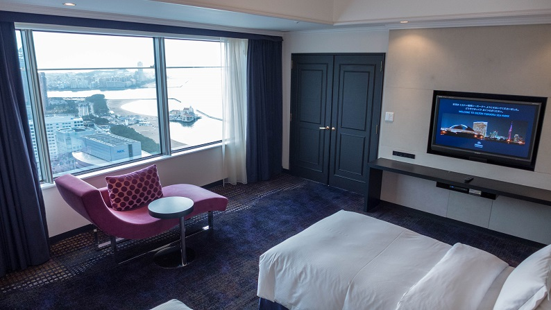 Hilton Fukuoka Sea Hawk Executive Suite Twin 201503 29